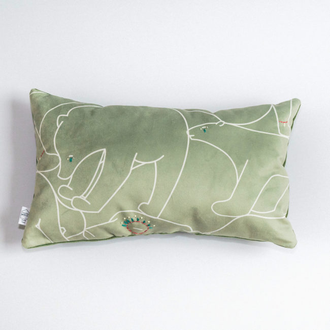 coussin-ours-brode-kaki-rectangulaire-2