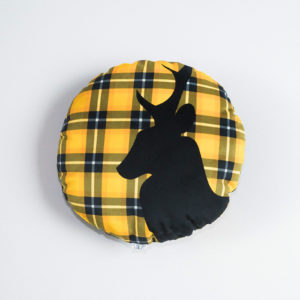 coussin-rond-cerf-jaune-1